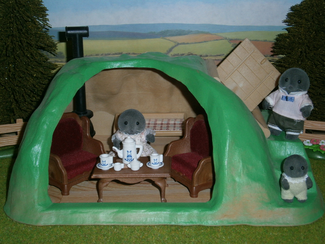 & Sylvanian Families - Home/About Me
