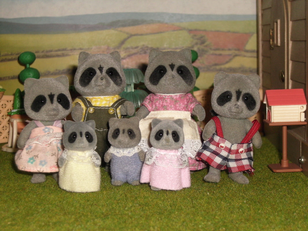 Sylvanian Families UK Chestnut Racoon Family Tomy