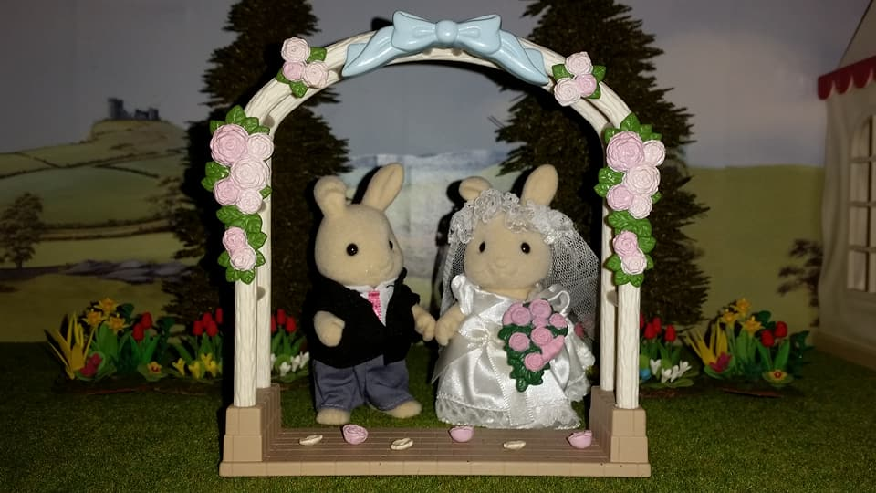 Sylvanian Families UK Butterglove Rabbit Wedding Family Ivory Rabbit Family Church Flowers EPOCH Tomy Flair Wedding Flower Arch