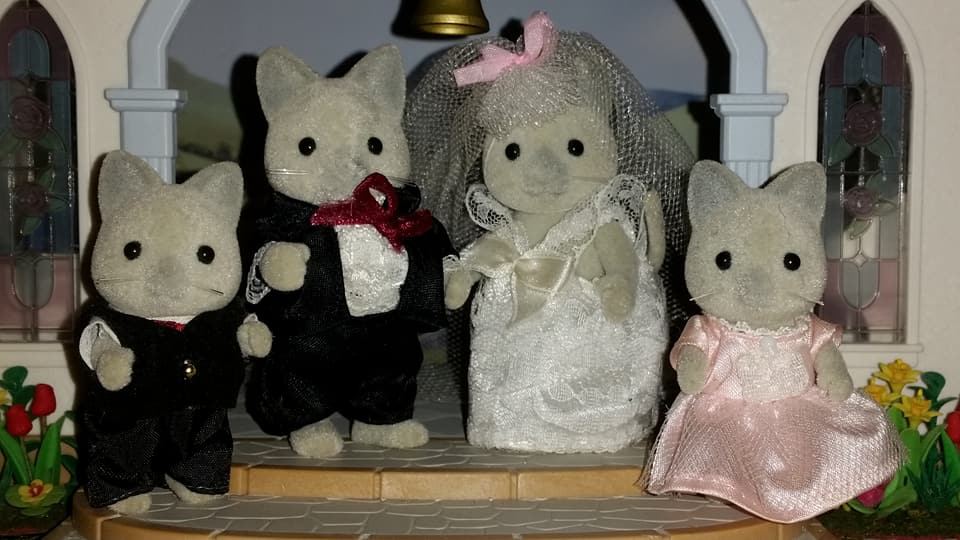 Sylvanian Families UK Solitaire Siamese Cat Family Wedding Bride Groom EPOCH Tomy Flair Church Flowers Bridesmaid Page Boy