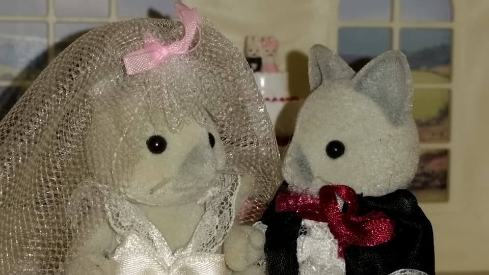 Sylvanian Families UK Solitaire Siamese Cat Family Wedding Bride Groom EPOCH Tomy Flair Church Flowers