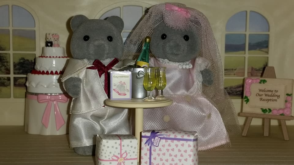 Sylvanian Families UK Wedding Sweetwater Bear Bride Groom EPOCH Tomy Flair Evergreen Grey Bear Family Church Flowers Champagne Wedding Presents