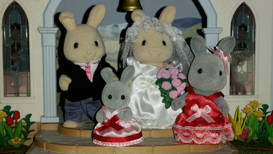 Sylvanian Families UK Butterglove Rabbit Wedding Family Ivory Rabbit Family Church Flowers EPOCH Tomy Flair Brighteyes Rabbit Bridesmaids