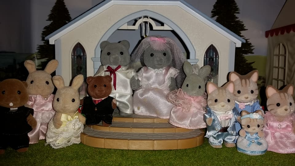 Sylvanian Families UK Wedding Sweetwater Bear Bride Groom EPOCH Tomy Flair Evergreen Grey Bear Family Church Flowers Butterglove Ivory Rabbit Macavity Cat Family Reverend Kelvin Waters Beaver Peter Pippa Bridesmaid Page boy