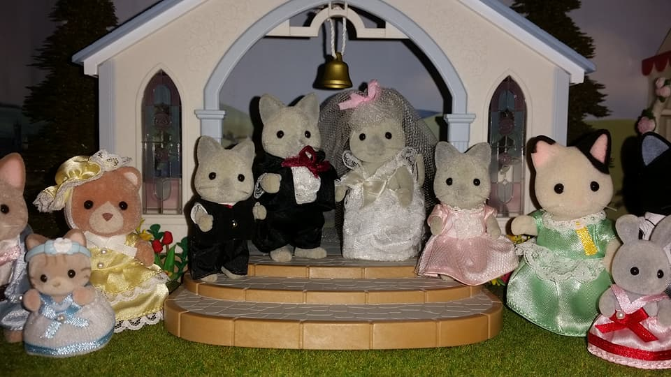 Sylvanian Families UK Solitaire Siamese Cat Family Wedding Bride Groom EPOCH Tomy Flair Church Flowers Marlowe Tuxedo Cat Family Macavity Sandy Cat Family Brighteyes Rabbit Bridesmaid Page boy