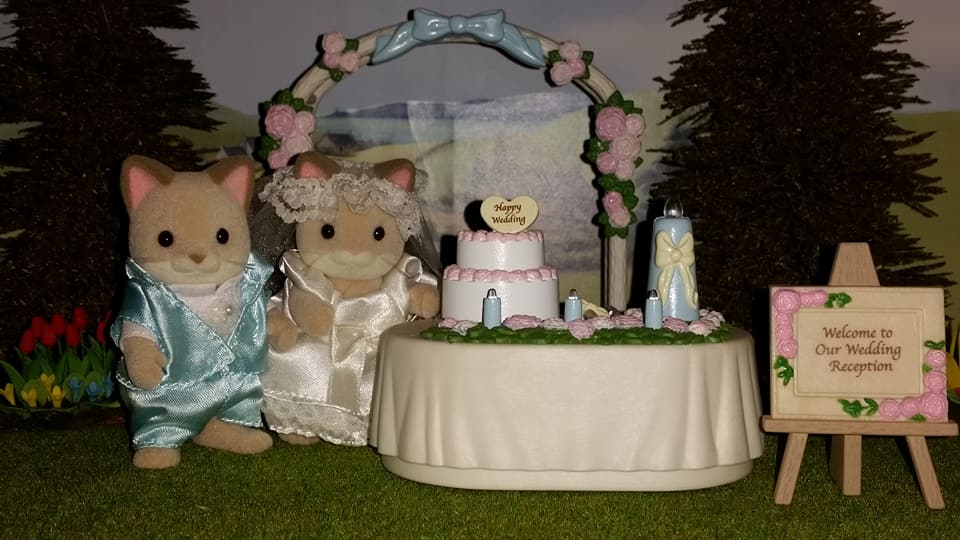 Sylvanian Families UK Wedding Dante Cats Keats Cat Family Club Exclusive Church Flair EPOCH Tomy Bride Groom Church Wedding Cake Flower Arch