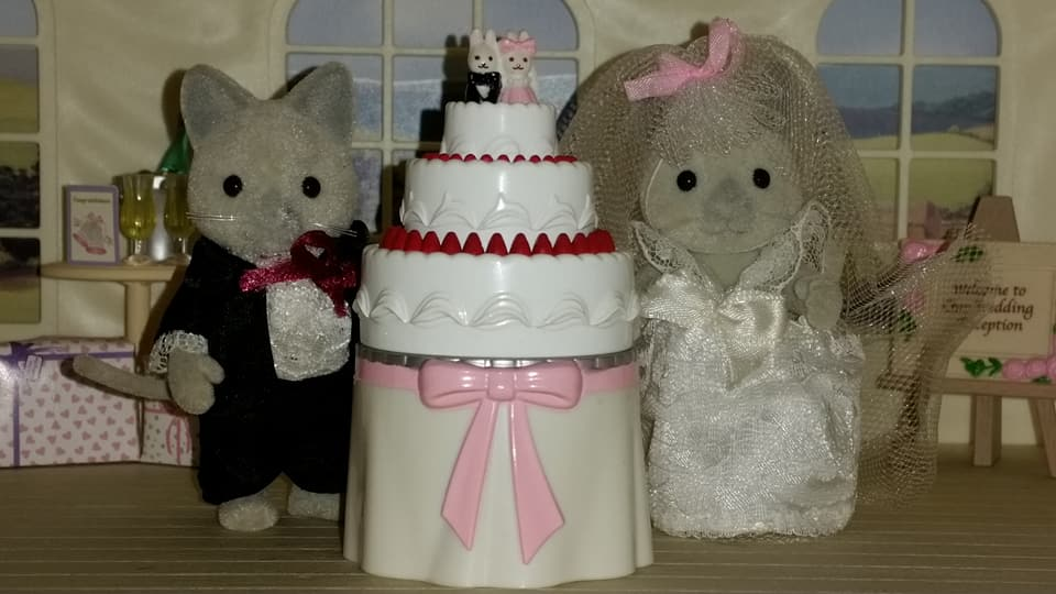 Sylvanian Families UK Solitaire Siamese Cat Family Wedding Bride Groom EPOCH Tomy Flair Church Flowers Wedding Cake