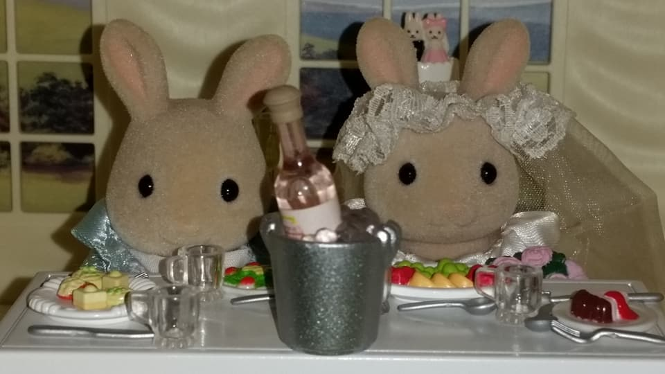 Sylvanian Families UK Honeydew Rabbit Wedding Flair EPOCH Tomy Church Perriwinkle Milk Rabbit Family Wedding Cake Champagne