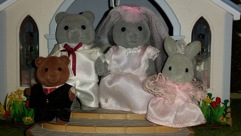 Sylvanian Families UK Wedding Sweetwater Bear Bride Groom EPOCH Tomy Flair Evergreen Grey Bear Family Church Flowers Peter Pippa Bridesmaid Page boy