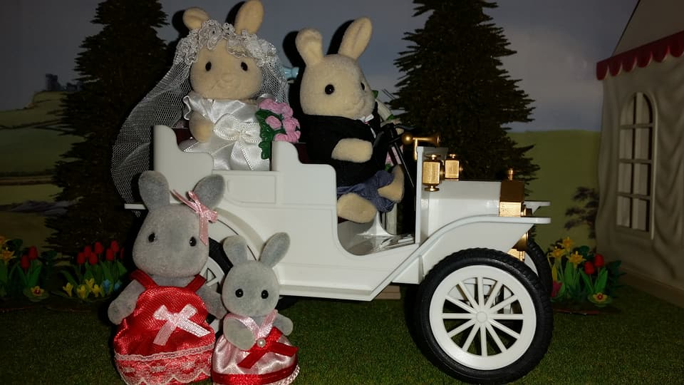 Sylvanian Families UK Butterglove Rabbit Wedding Family Ivory Rabbit Family Church Flowers EPOCH Tomy Flair Wedding Car Urban Life Brighteyes Rabbit Bridesmaids