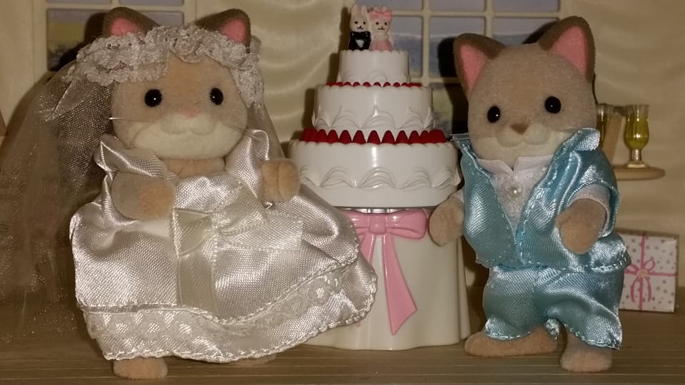 Sylvanian Families UK Wedding Dante Cats Keats Cat Family Club Exclusive Church Flair EPOCH Tomy Bride Groom Church Wedding Cake