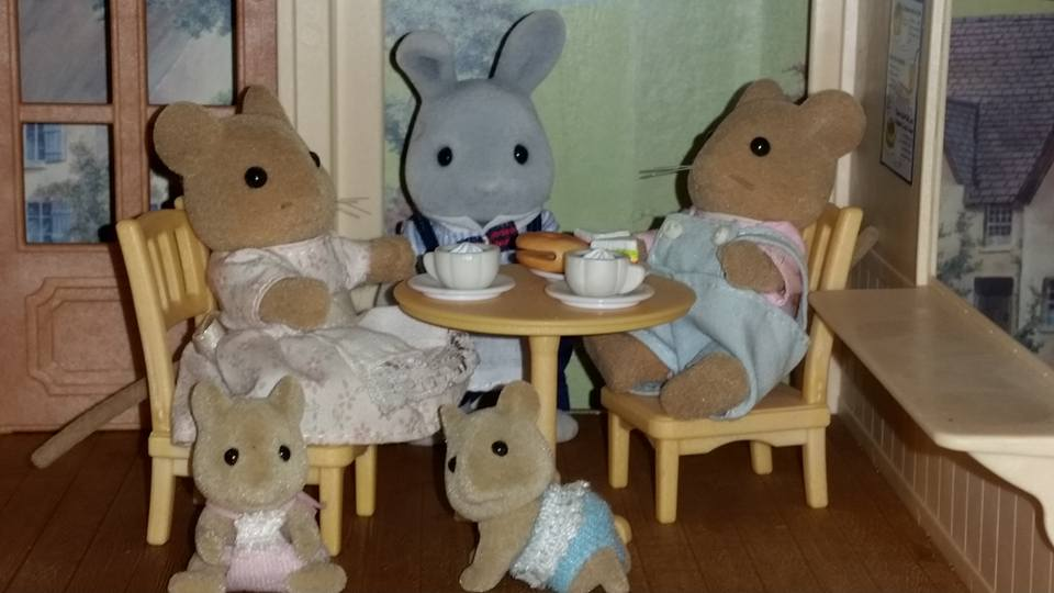 Sylvanian Families Blackcurrant Cafe Brighteyes Rabbit Family Meadows Mouse Family Flair EPOCH