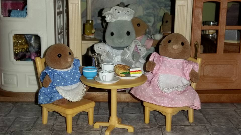 Sylvanian Families Blackcurrant Cafe Brighteyes Rabbit Family Clearwater Vole FamilyFlair EPOCH