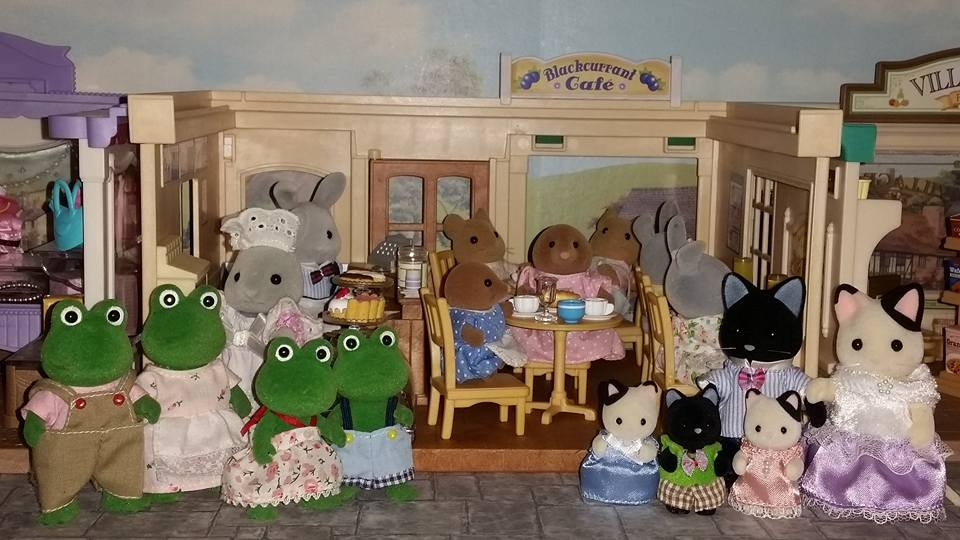 Sylvanian Families Blackcurrant Cafe Brighteyes Rabbit Family Bullrush Frog Family Clearwater Vole Family Meadows Mouse Family Flair EPOCH Charcoal Cat Family Tuxedo Cat Family