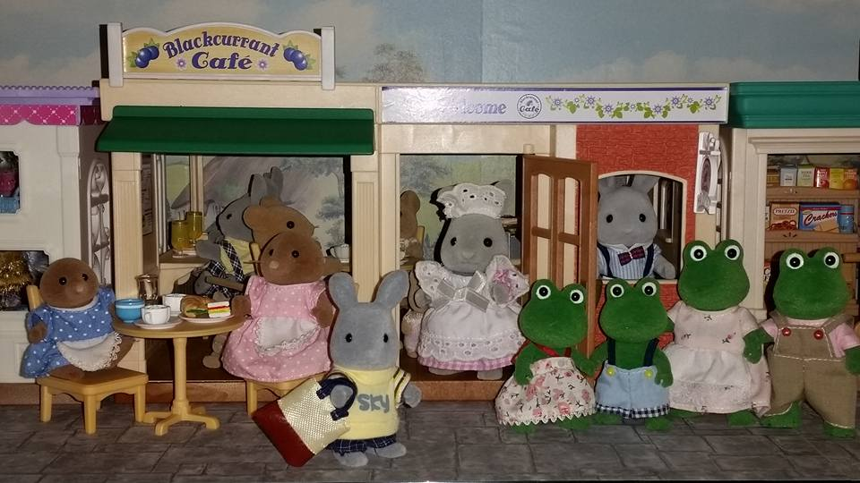Sylvanian Families Blackcurrant Cafe Brighteyes Rabbit Family Bullrush Frog Family Clearwater Vole Family Meadows Mouse Family Flair EPOCH