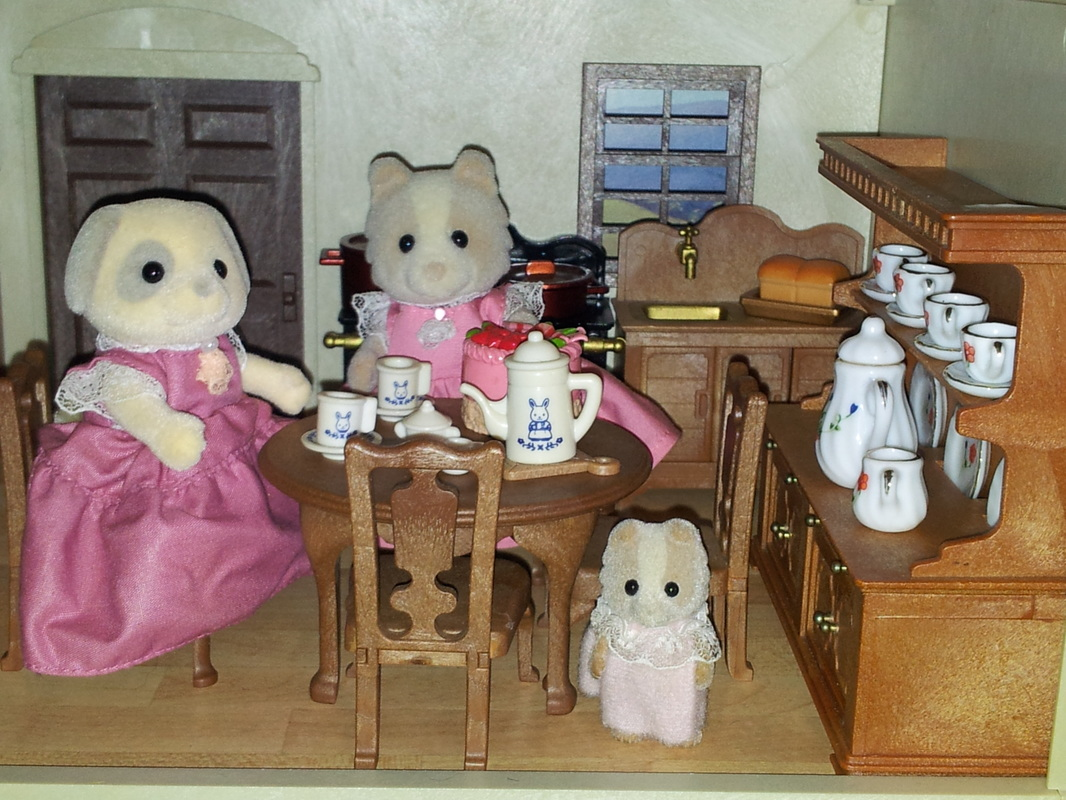 Sylvanian Families UK Urban Life Country Manor Kitchen Maroon Dog Ivory Dog Farthing Patches JP