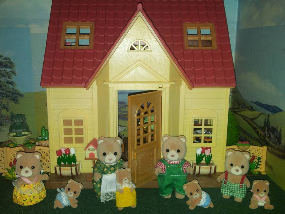 Sylvanian Families UK Sycamore Cottage Starter Home Cosy Cottage Petite Bear Family