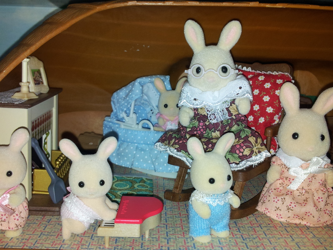 Sylvanian Families UK Meadow Croft Thatched Cottage Perriwinkle Milk Rabbit