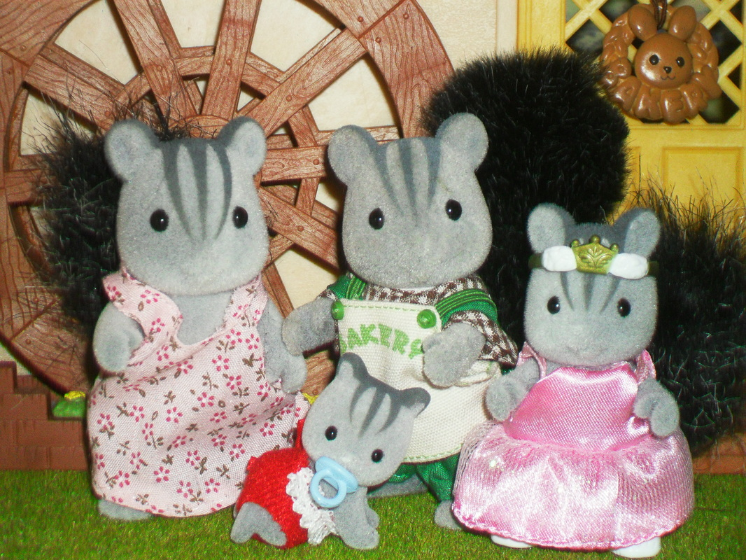 Sylvanian Families Apple-Blossom Grey Squirrel Family UK