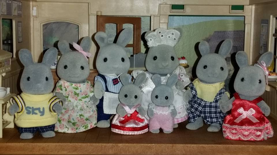Sylvanian Families Blackcurrant Cafe Brighteyes Rabbit Family EPOCH Flair
