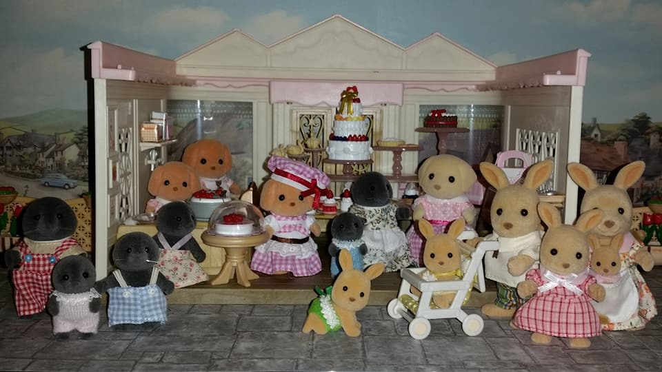 Sylvanian Families UK Village Cake Shop Cakebread Poodle Family McBurrows Mole Family Cake EPOCH Flair Tomy Springer Kangaroo Family Fan Club Figure 2017