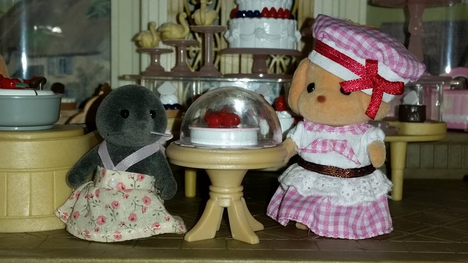 Sylvanian Families UK Village Cake Shop Cakebread Poodle Family McBurrows Mole Family Cake EPOCH Flair Tomy Fan Club Figure 2017