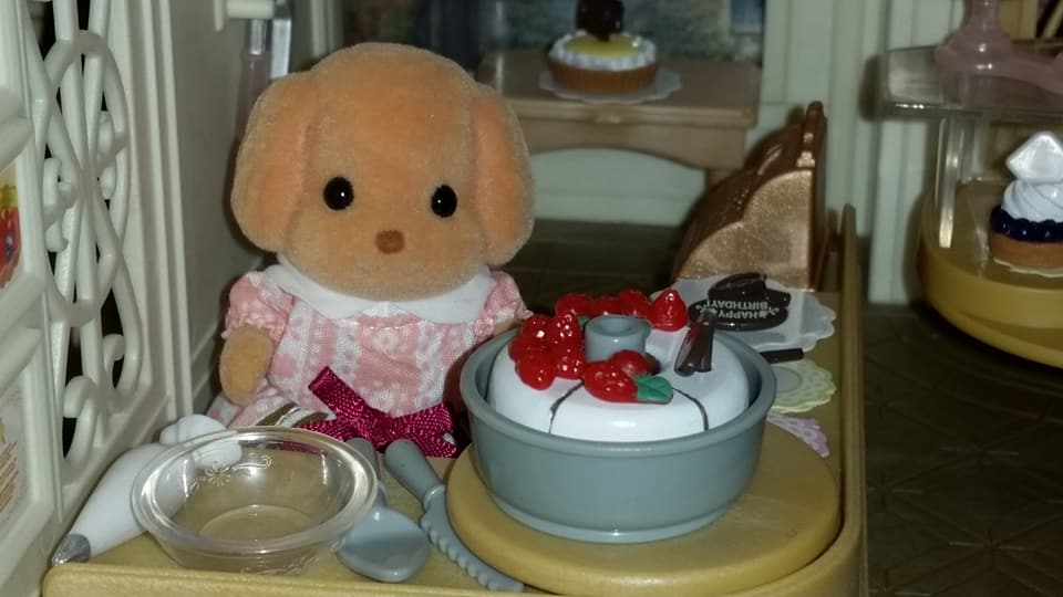 Sylvanian Families UK Village Cake Shop Cakebread Poodle Family Cake EPOCH Flair Tomy