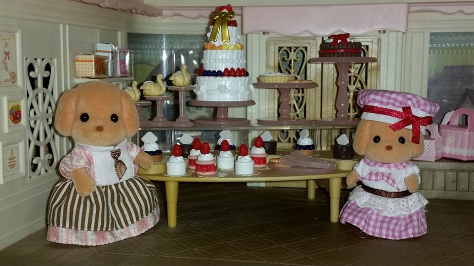 Sylvanian Families UK Village Cake Shop Cakebread Poodle Family Cake EPOCH Flair Tomy Fan Club Figure 2017