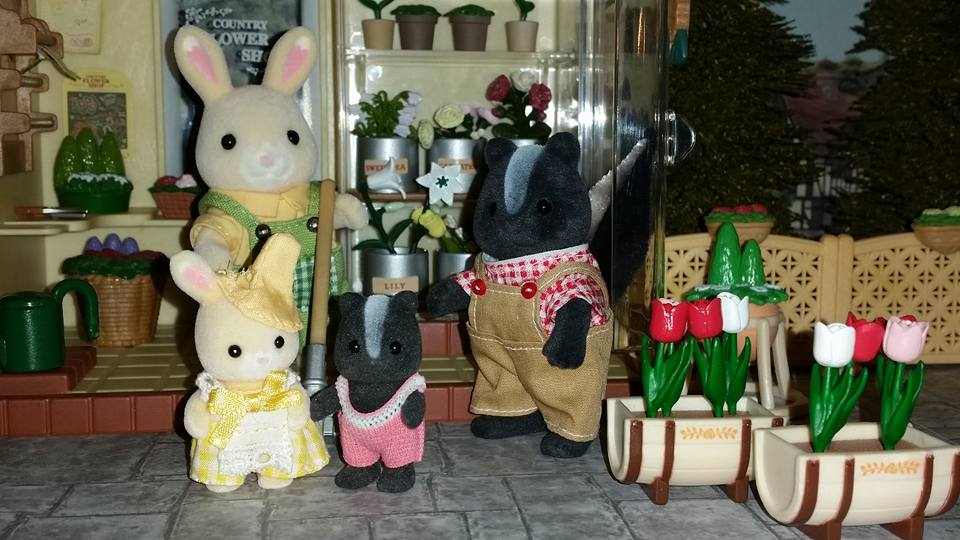 Sylvanian Families UK Country Flower Shop Garden Rabbit Family Skunk Family Boquet Skunk JP Tomy Flair EPOCH Flowers Plants Village Scene JP Village Florist